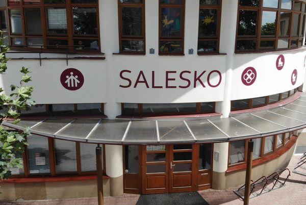 <a href='https://www.salesko.cz/saleskova-hra-pokracuje/' title='Salesková hra pokračuje…'>Salesková hra pokračuje…</a>