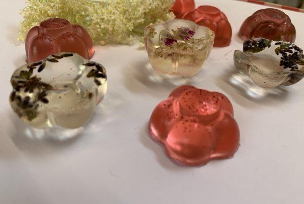 <a href='https://www.salesko.cz/vonave-zele-mydlo-saleskove-tvoreni/' title='Voňavé želé mýdlo – saleskové tvoření'>Voňavé želé mýdlo – saleskové tvoření</a>